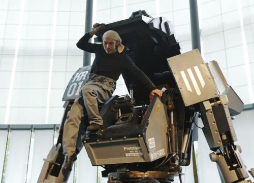KURATAS: شما هم می توانید به ربات تبدیل شوید